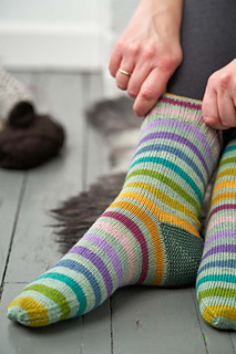 Learn to work a garter stitch short-row heel with this pattern, which includes full stepwise photo tutorials for the heel construction.