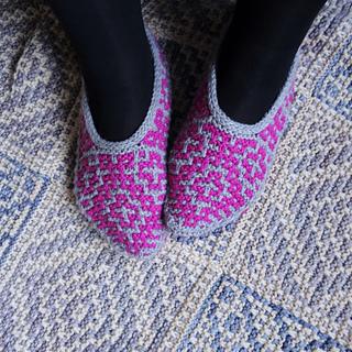 Size medium slippers on UK size 6 feet (US 8.5, Europe 39)