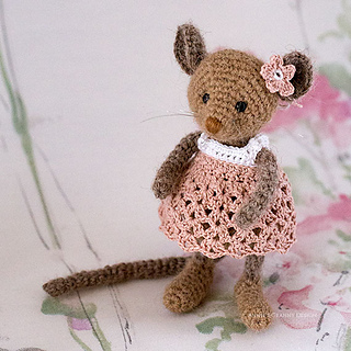 Tiny Crochet Mouse - Repeat Crafter Me   320x320