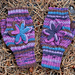 Flowering fingerless mittens pattern