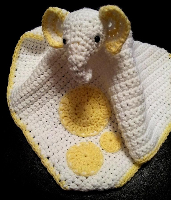 Cuddle and Play Elephant Baby Blanket Crochet Pattern | Crochet Arcade | 640x549