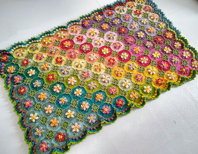 Ravelry: Macaroon Blossom Afghan pattern by Astri Elisabeth