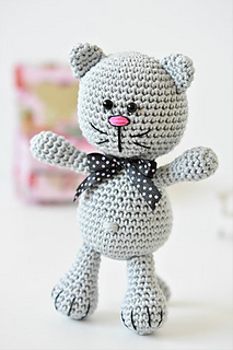 Sockmonkey - Free amigurumi pattern | 320x213