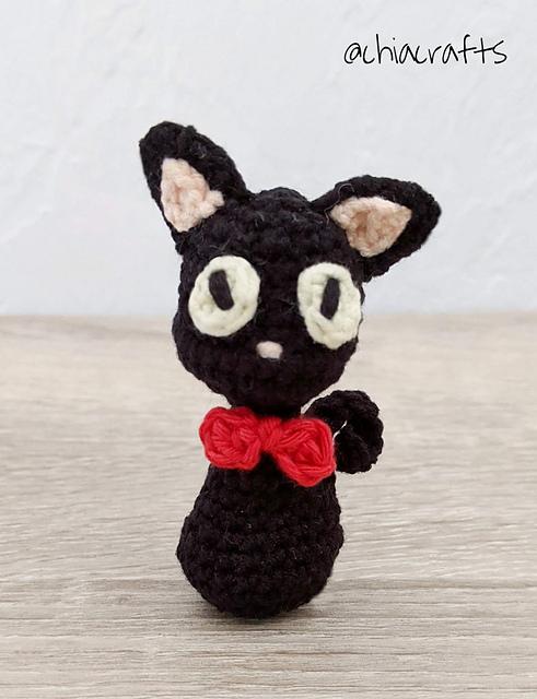 Free Playing Cats Crochet Amigurumi Pattern - Little Bear Crochets   640x491