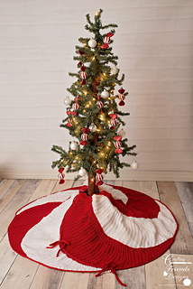 Christmas Skirt.Peppermint Swirl Christmas Tree Skirt Pattern By Kate Wagstaff