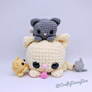 Ravelry: Playing Cats Amigurumi pattern by J.A. Poolvos | 320x319