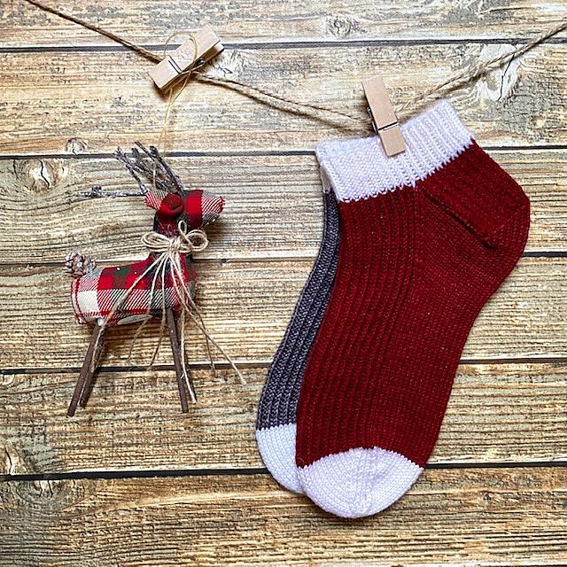 PDF Knitting Pattern Peppermint Mocha Socks