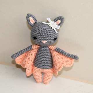 Cutie Pocket Bat! The free pattern is... - Amigurumi Freely   Facebook   320x320