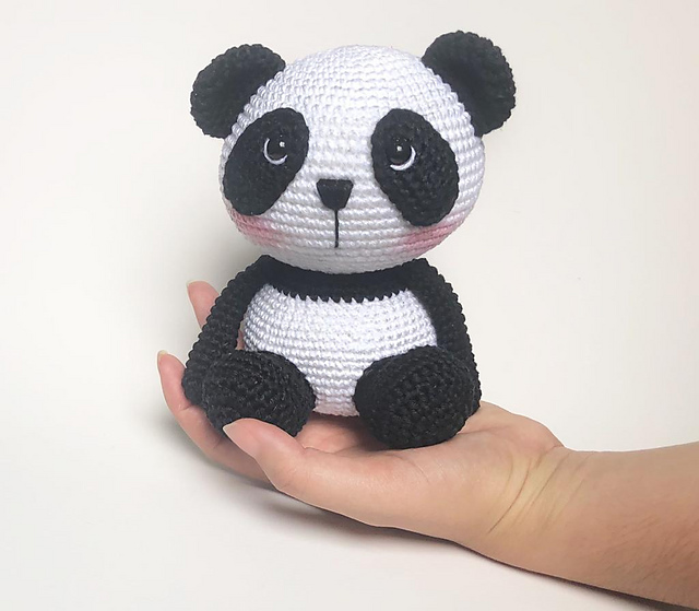 Panda • Círculo S/A | Padrões de animais de crochê, Padrões de ... | 559x640