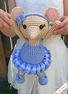 Amigurumi Ballerina Kitten - A Free Crochet Pattern - Grace and Yarn | 320x232