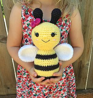 Crochet Lady Bee amigurumi pattern - Amigurumipatterns.net | 320x304