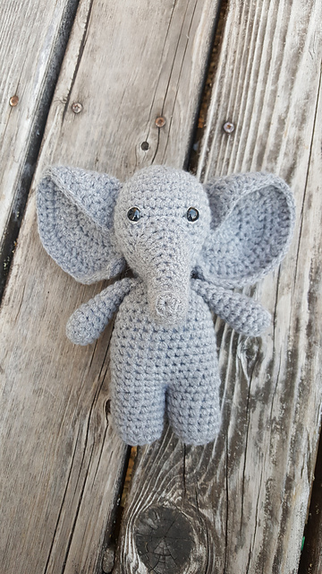Leithygurumi - Cute Little Elephant English and Turkish Pattern ... | 640x360