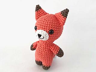 Knit Sleepy Fox Amigurumi pattern by Amanda Maciel | Amigurumi fox ... | 240x320