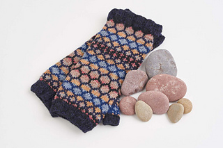 This is the Stone colourway of these armwarmers.