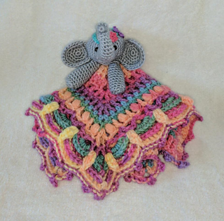 Free pattern - Elephant Snuggle - Dendennis | Crochet | Knit | Craft | 315x320