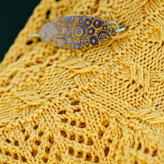 Slip stitch cable and Arrowhead lace, along with a Bonnie Bishof shawl pin