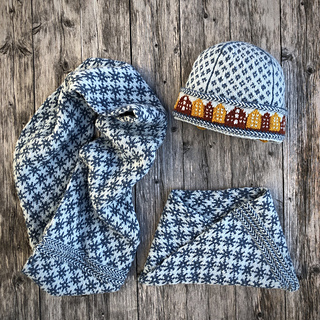 The Trondheim Cowl in two different sizes and the Trondheim Hat, available as a separate pattern.