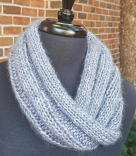 Photo of the neck noodle pattern made with Jade Sapphire Peeeps yarn © GarenHuis Yarn Studio