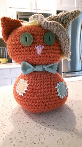 Free Crochet Amigurumi Scarecrow Cat and Crow Pattern | Crochet ... | 500x281