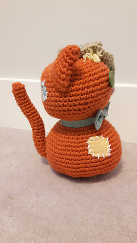 Amigurumi Halloween pattern for the Ghost, pumpkin cats and bats | 500x281