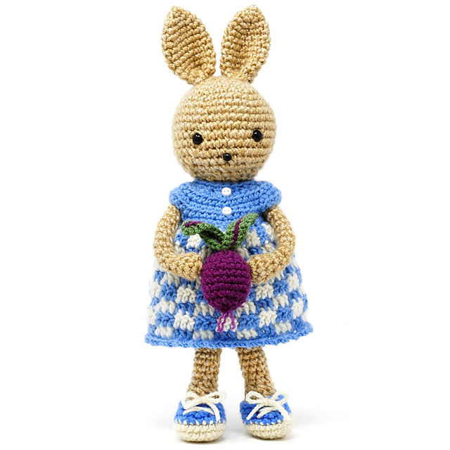 Love This Pretty Bunny Amigurumi In Dress - Knit And Crochet Daily | 640x640