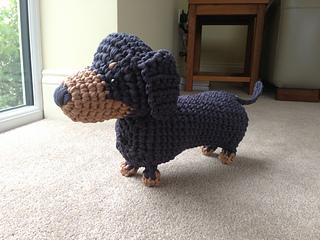 Crochet dachshund dog amigurumi pattern | Amigurumi Space | 240x320