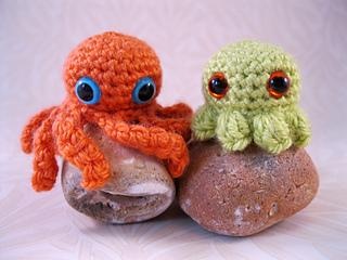 Baby octopus amigurumi - A little love everyday! | 240x320