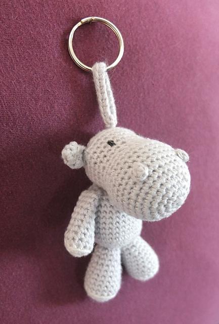 Sitting amigurumi cow with bell (free crochet pattern) | Mindy | 640x433
