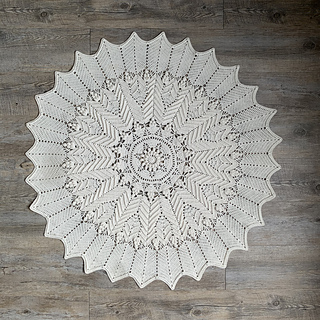 White Gum Wool 4ply approx. 90cm diameter using 1500m of 4 ply