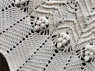 10 ply/ Aran weight Bendigo Woollen Mills Cotton. Approximately 6 balls and 130cm diameter.