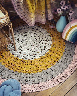 Fiddlesticks Finch floor rug version used 15 skeins. I skipped rounds 34-39, completed rounds 40-46 then finished off with a fan of dc7 in each ch2-sp