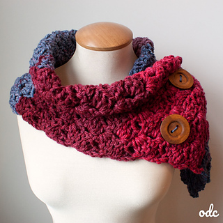 Autumn Breeze Scarf #SCARFOFTHEMONTHCLUB2017 October. Free Crochet Pattern from Oombawka Design Crochet.