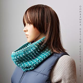 Sea Blues Cowl. Free Crochet Pattern. Oombawka Design Crochet #scarfofthemonthclub2018 April