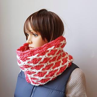 Keystone Cowl Pattern. #Scarfofthemonthclub2018 June. Oombawka Design Crochet Free Pattern.