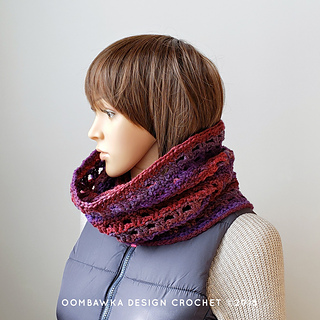 Viola Cowl Pattern. #scarfofthemonthclub2019 Oombawka Design Crochet February Free Pattern.