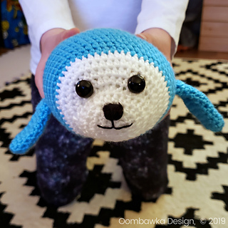Free Baby Seal Crochet Pattern by Oombawka Design Crochet. #CALCENTRAL