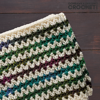 Agnes Infinity Cowl designed by Rhondda Mol, Oombawka Design Crochet #scarfhatofthemonthclub2020 July CAL Pattern