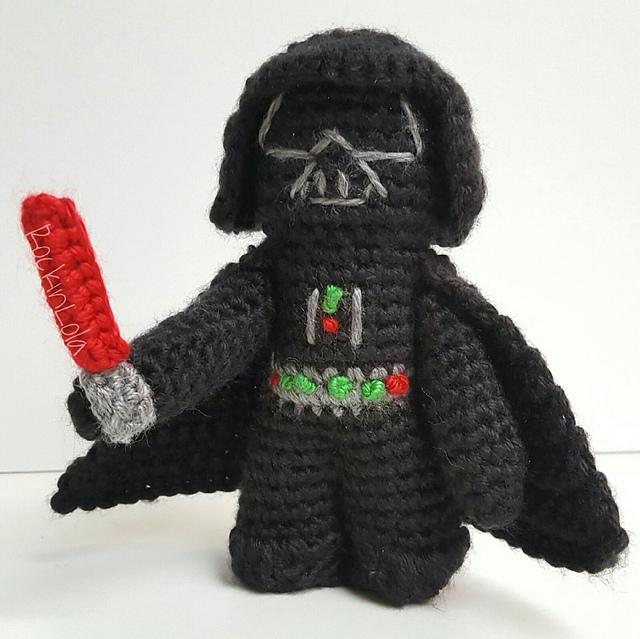 Darth Vader & R2D2 Amigurumis ~ Snacksies Handicraft Corner | 639x640