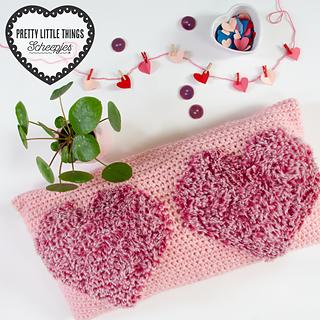 Love2 Cushion by Kath Webber, featured in Pretty Little Things, Issue 11 LOVE / Klein Maar Fijn, Editie 11 Liefde