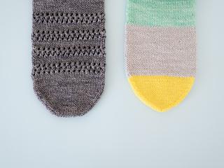 Left: Classic toe / Right: Easy Toe 左:メリヤスはぎのつま先 / 右:メリヤスはぎ不要の簡単なつま先
