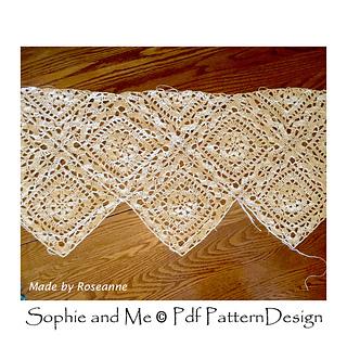 Bodice in mystery-yarn made by Roseanne.