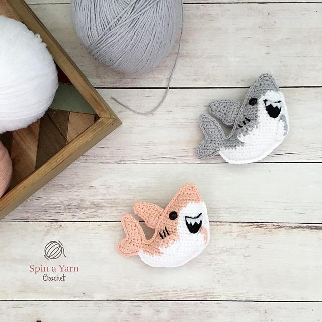 Shark amigurumi pattern crochet toy | 640x640