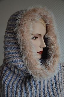 Snood Nummer 1 - kann auch als Kapuze getragen werden.