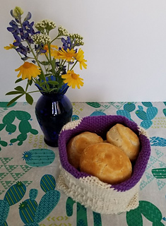 My favorite: The basket easily holds 7-8 HEB Texas Style biscuits.