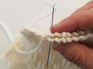 """Match the little """"arches"""" on the sides where you did the traditional weaving."""