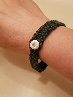 Weaving diagonally on the TexaTURTLE is just the right length for a friendship bracelet.