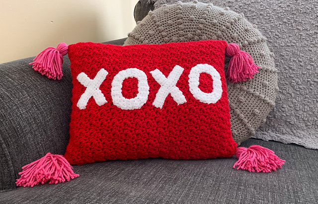 Crochet Valentine's Day XOXO Pillow by Clickety Sticks on #Ravelry  #freepattern