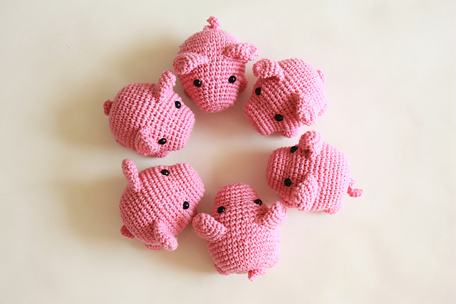 Mini Pigs Free Crochet Pattern | Crochet pig, Crochet toys ... | 427x640
