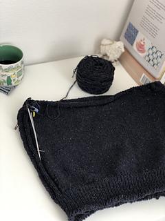 11/23/2018 袖下まで終了。Thublar COが緩んでしまっているのがきになってます。 編み直しはしないでこのまま。