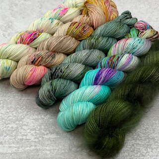 The Original Fade by Spun Right Round ~ Renee will have kits avail before the pattern release in January!   Backstory: I reclaimed this yarn from an unloved (2+yrs wip) and decided to try and fade them altogether and Sorrel was born!